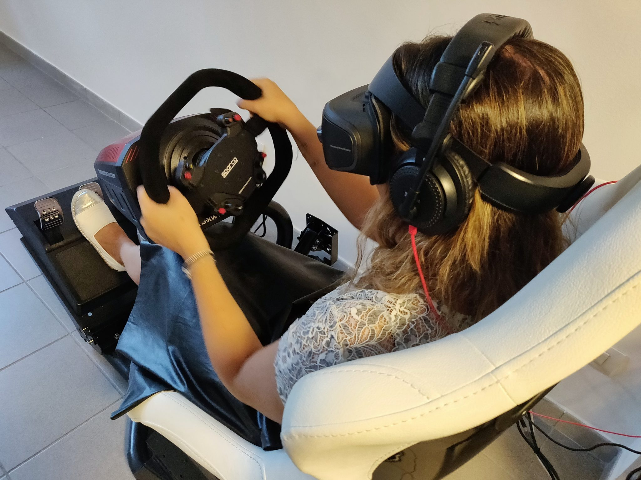 vr game cave realtà virtuale milano benessere tecnologico psicologia laura fasano sala giochi simulatore guida