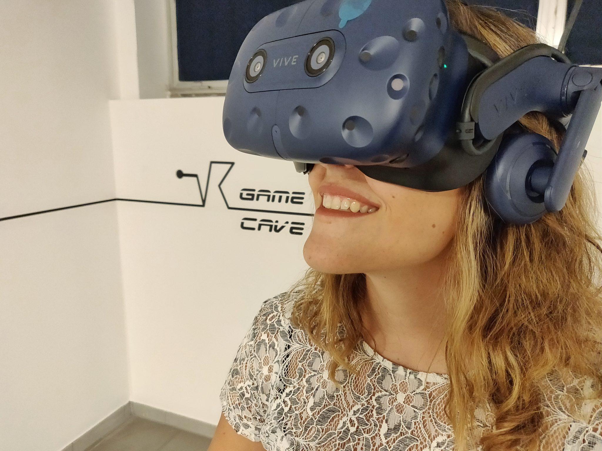 vr game cave realtà virtuale milano benessere tecnologico psicologia laura fasano sala giochi simulatore lenovo