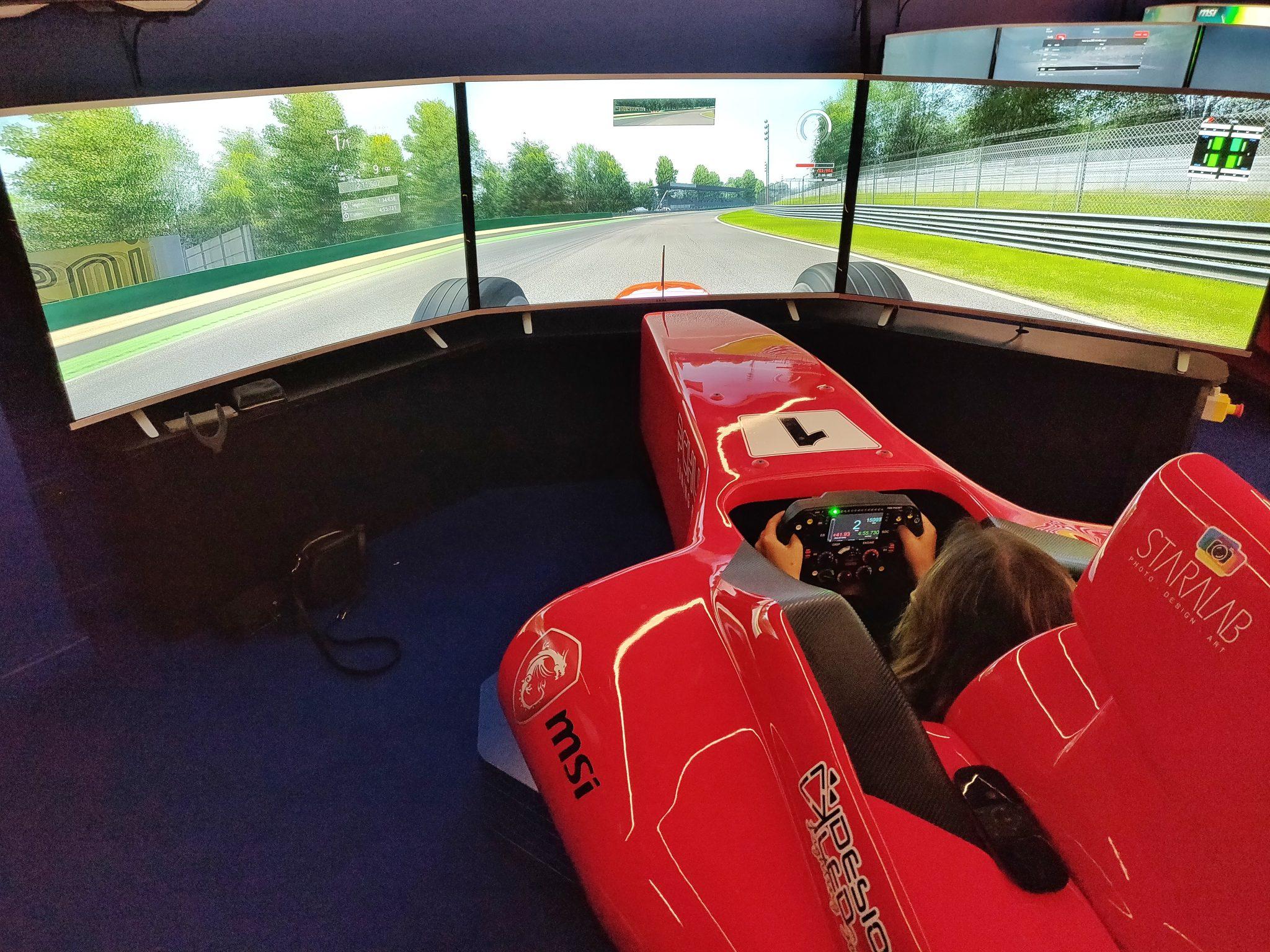 mcsim simulatore virtuale realtà f1 formula uno corsa pilota monza milano laura fasano benessere tecnologico tecnologia