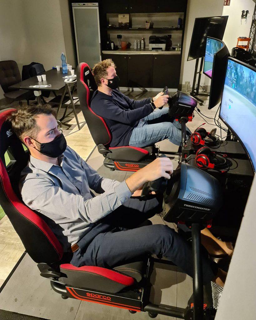 provare realtà virtuale milano sala giochi simulatore guida volo escape room prince of persia assassins creed horror benessere tecnologico tecnolaura formula uno