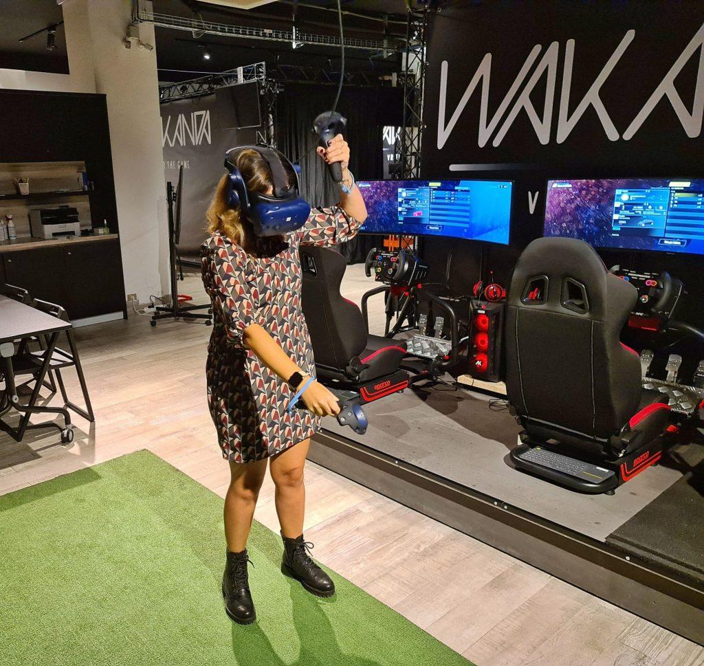 provare realtà virtuale milano sala giochi simulatore guida volo escape room prince of persia assassins creed horror benessere tecnologico tecnolaura htc vive visore