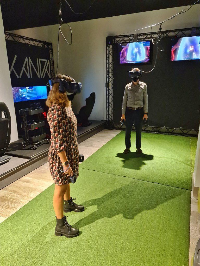provare realtà virtuale milano sala giochi simulatore guida volo escape room prince of persia assassins creed horror vr benessere tecnologico tecnolaura